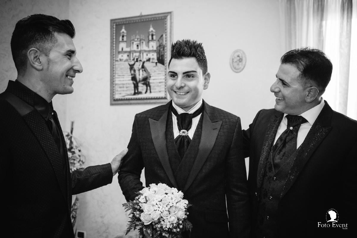 sposo con amici
