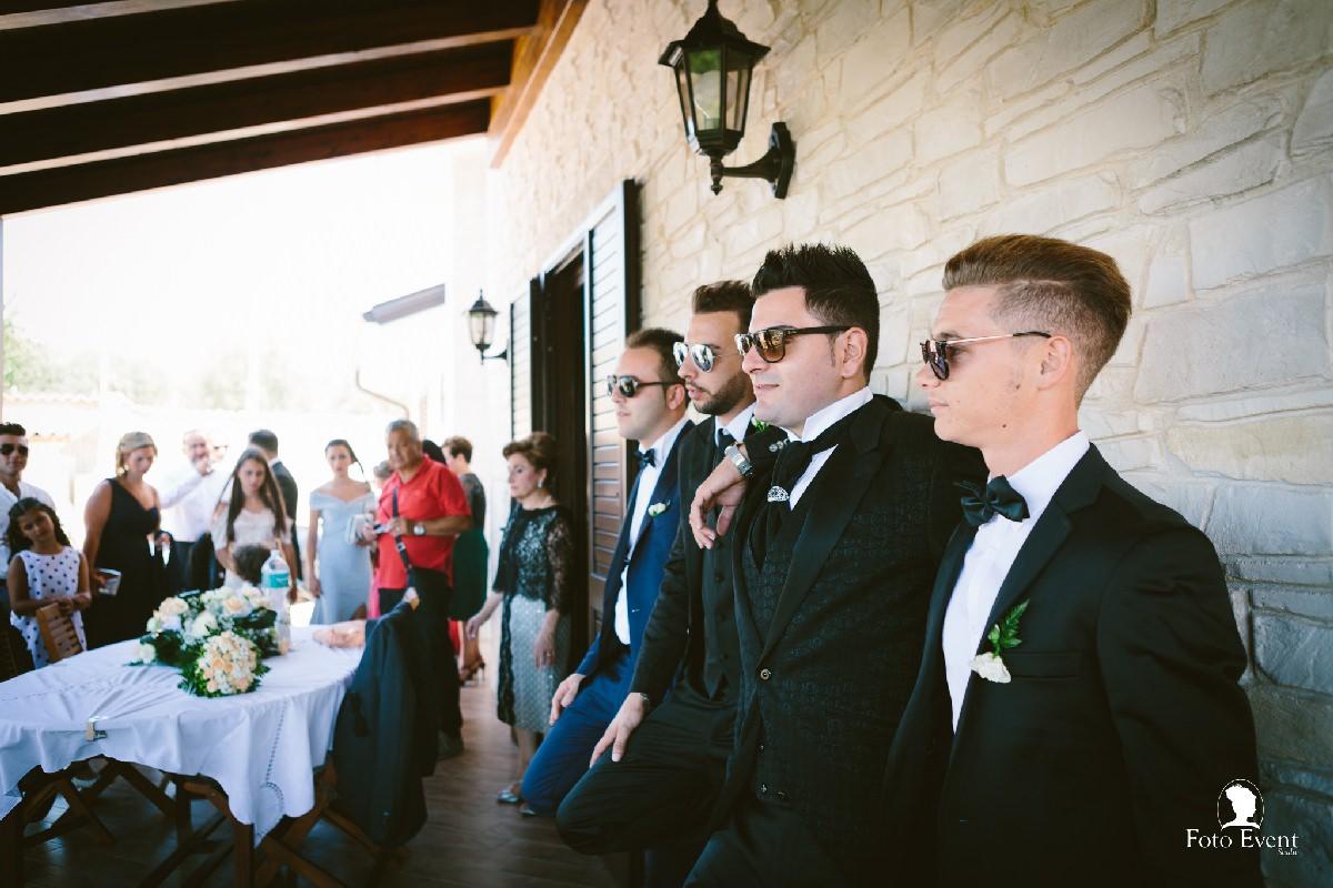 sposo ritratto con amici