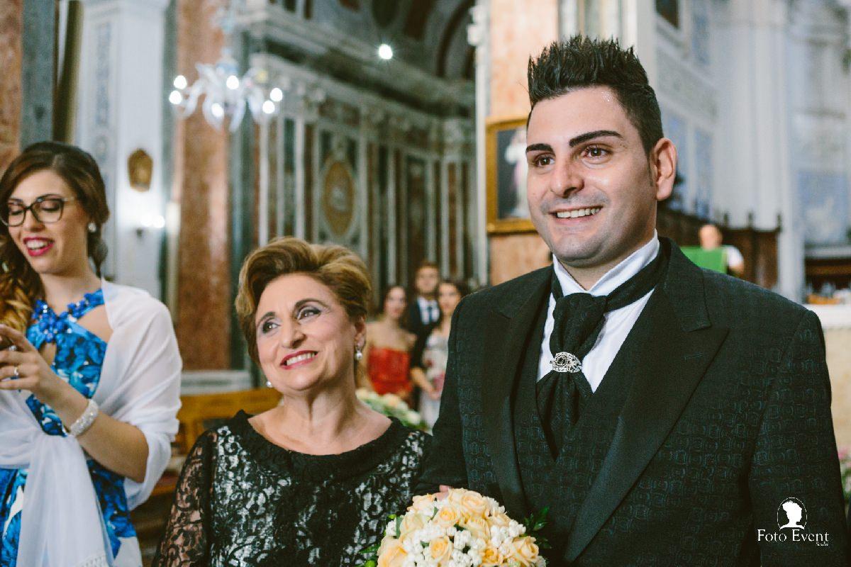 attesa sposa all'altare