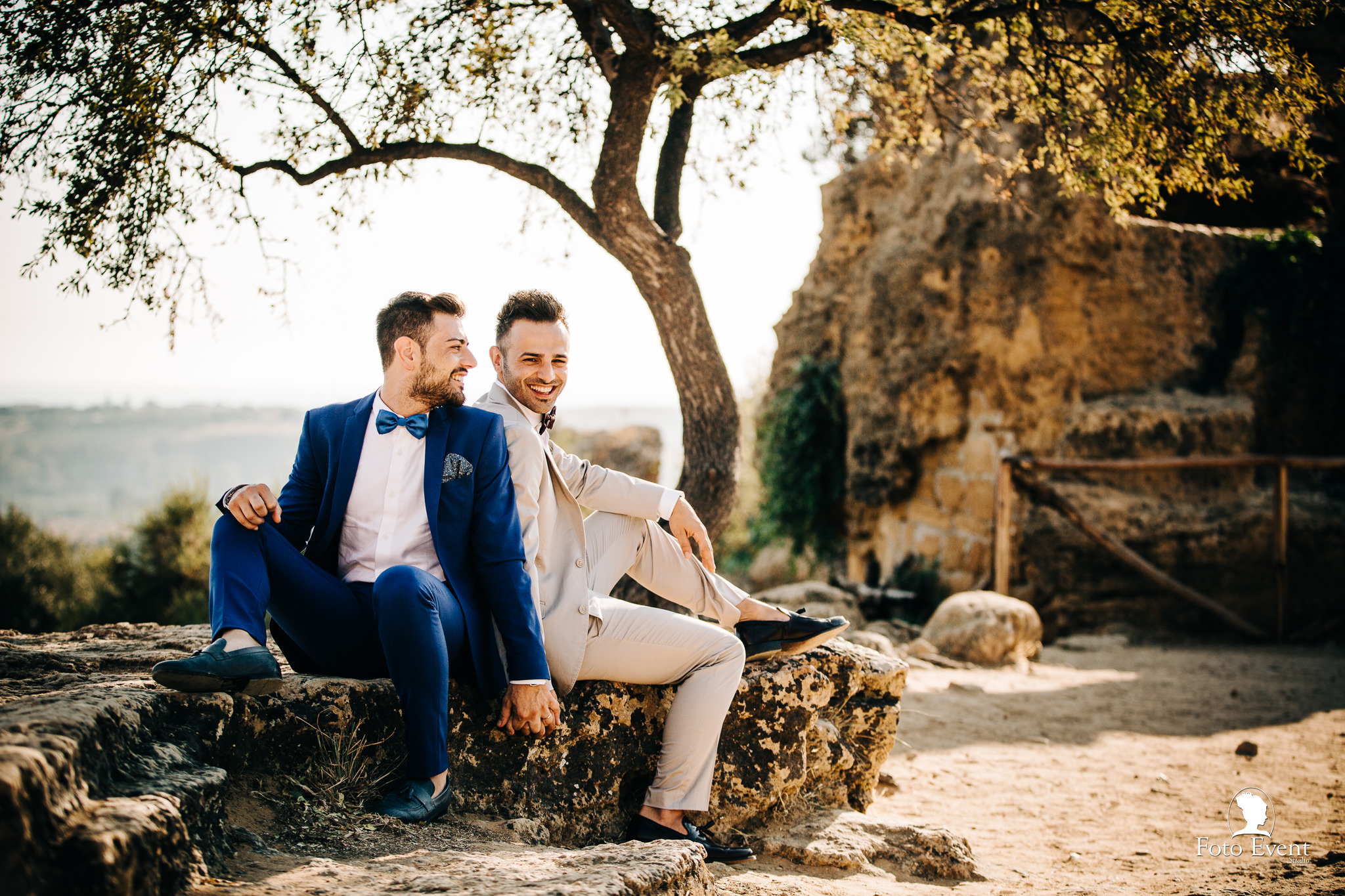 This adorable same sex couple chose the Valle of the temples for their  shoot, check it out!