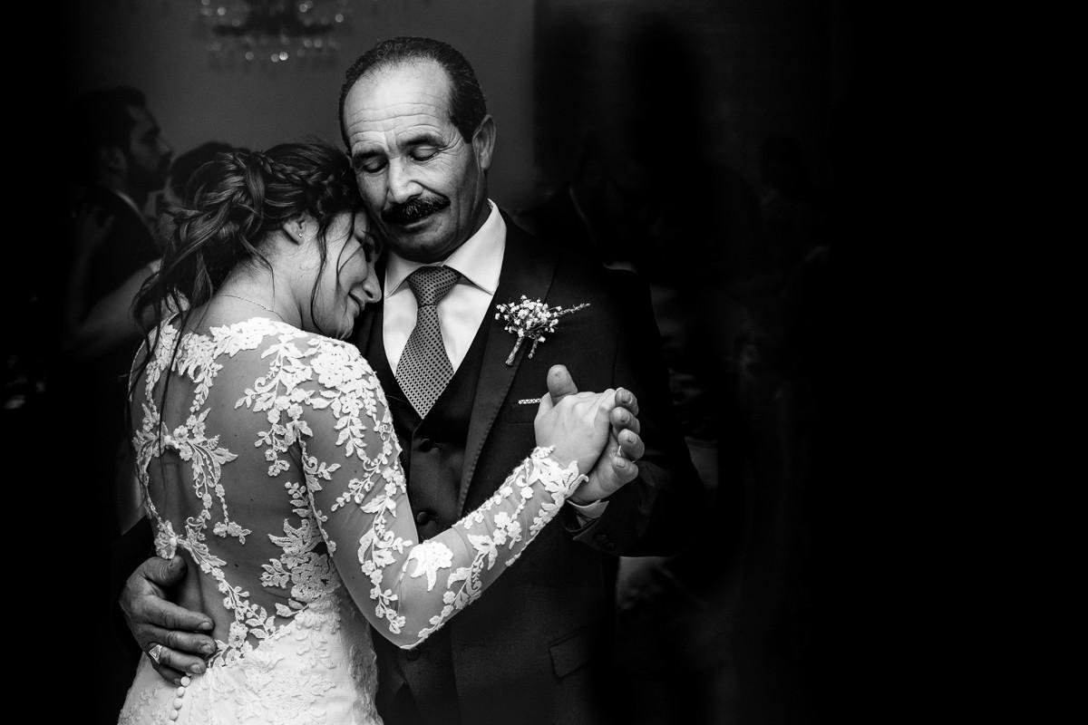 sposa balla con il papà