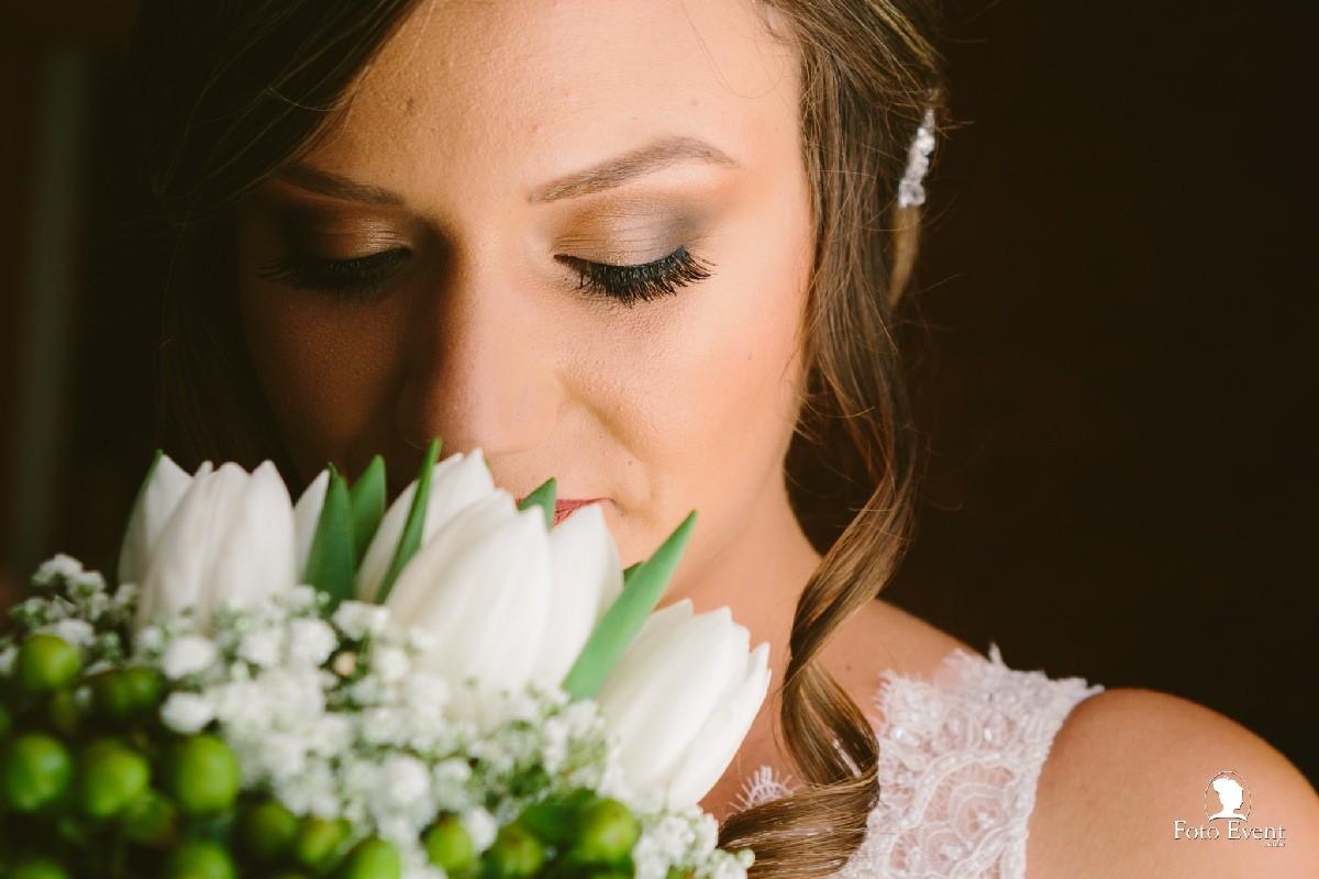 Ritratto sposa foto event studio con bouquet